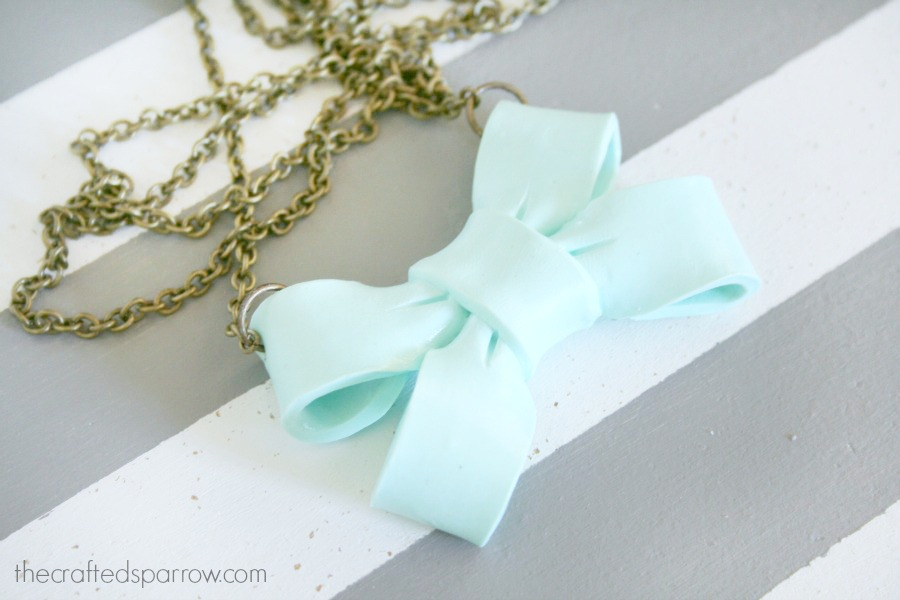Giant-Bow-Necklace