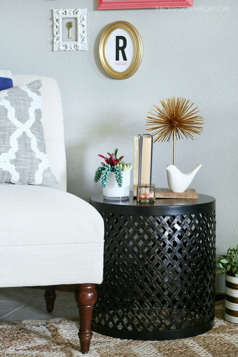 How to pick decorate the right end table Decorating end tables without lamps