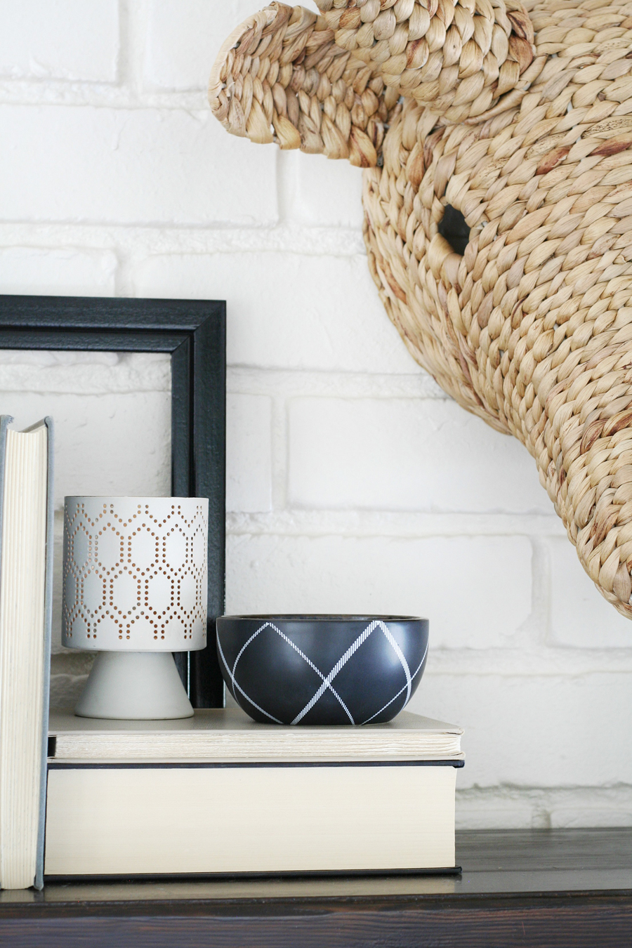 Black & White Mantel Decor 4