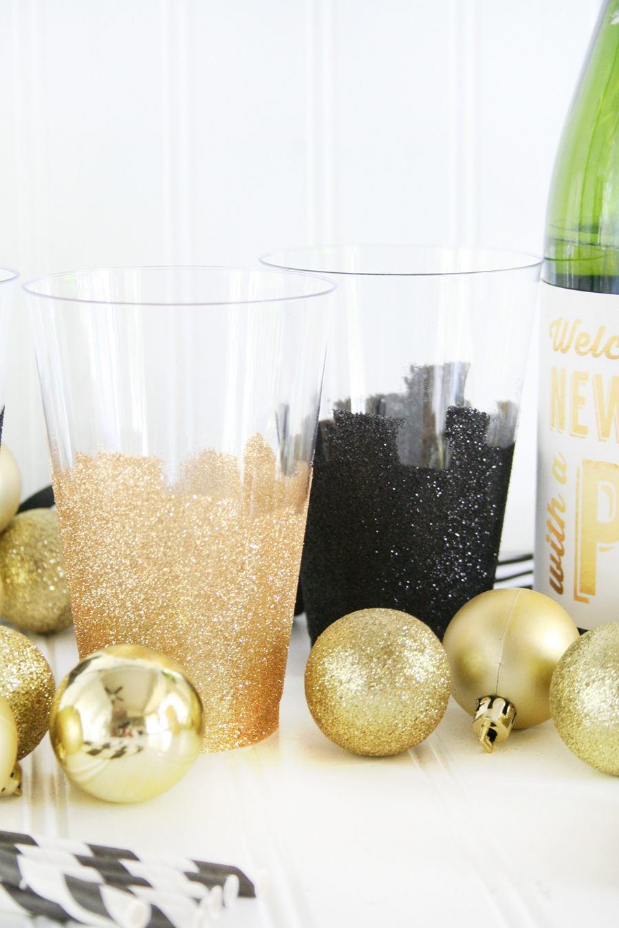 DIY Glittered New Year's Eve Disposable Party Cups