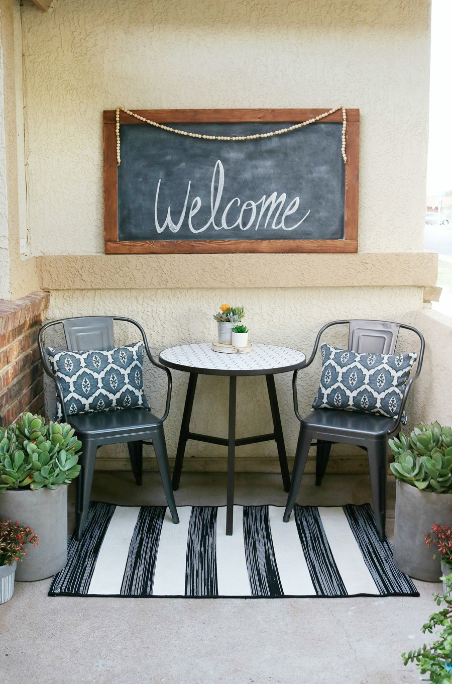 Black & White Spring Porch Refresh