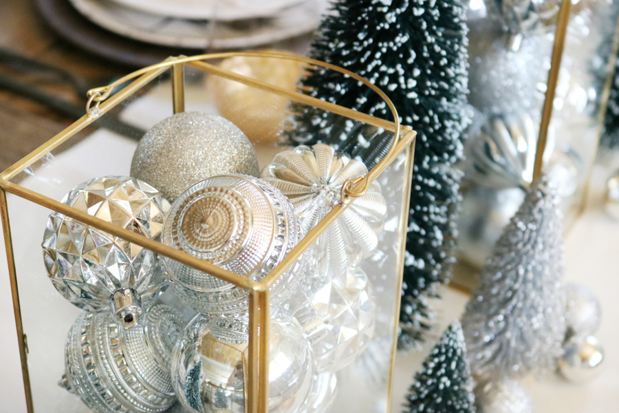 Simple and Modern Christmas Dining Table Ideas