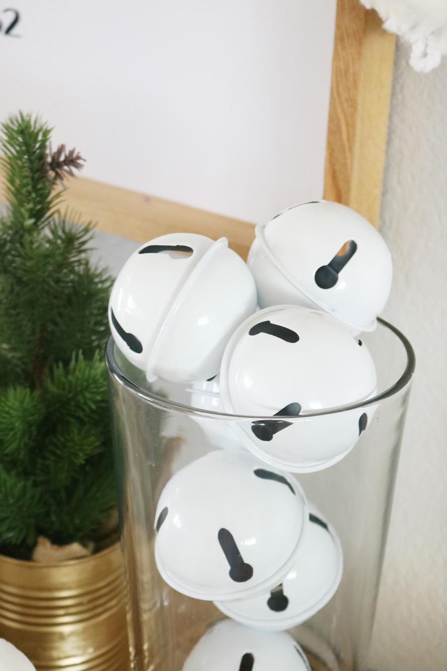 Black & White Simple Christmas Entry Decor