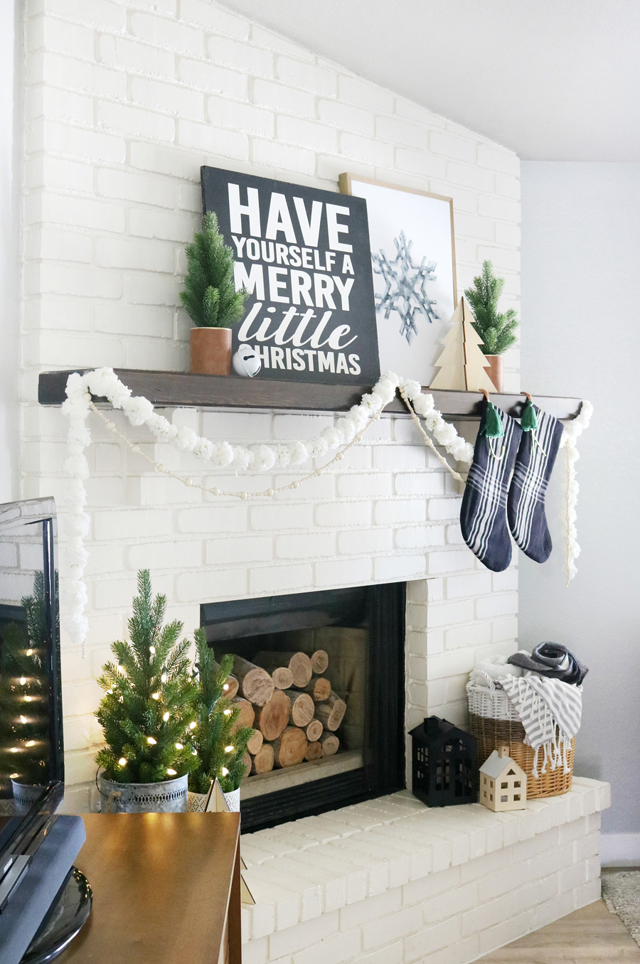 Black white modern snowflake christmas mantel decor - Modern christmas mantel ideas ...
