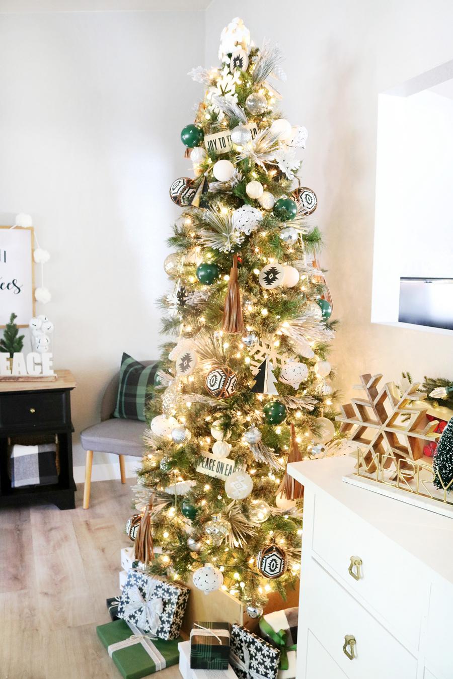 Black & White Modern Snowflake Christmas Tree Decor