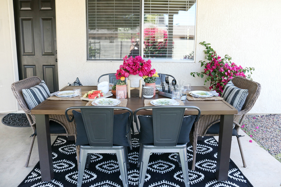 Casual and easy outdoor entertaining ideas with a modern farmhouse twist.