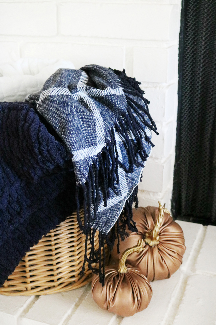 Black Plaid Tassel Throw