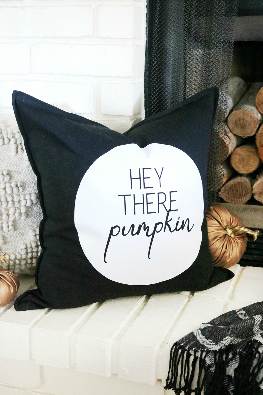 DIY Black & White Fall Pillow