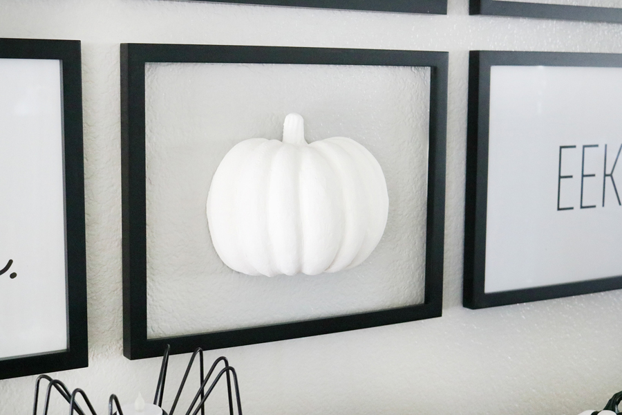 DIY Simple Black & White Faux Pumpkin Halloween Wall Decor