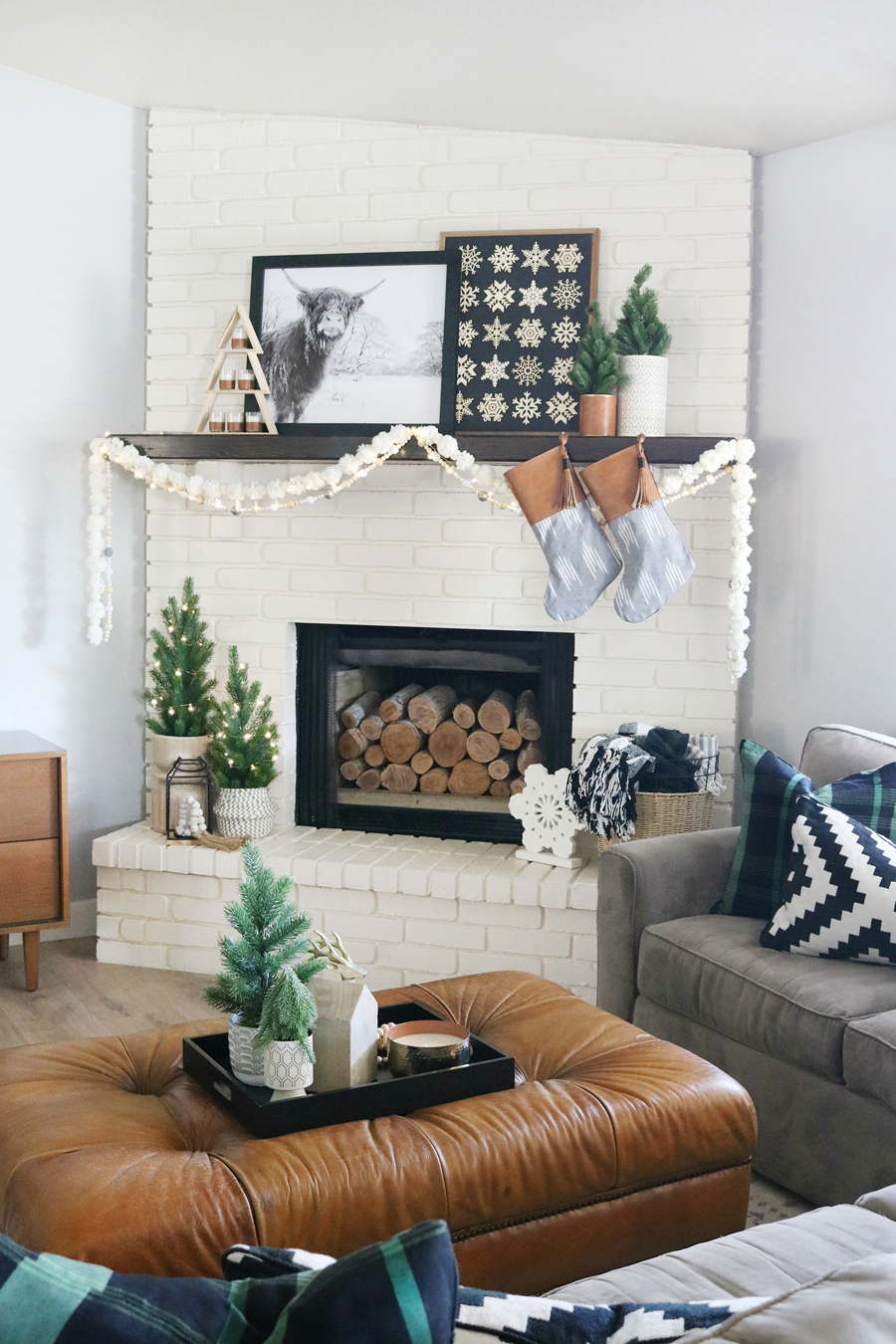 Black & White Casual Boho Christmas Mantel Decor Ideas on Modern Boho Decor  id=52212