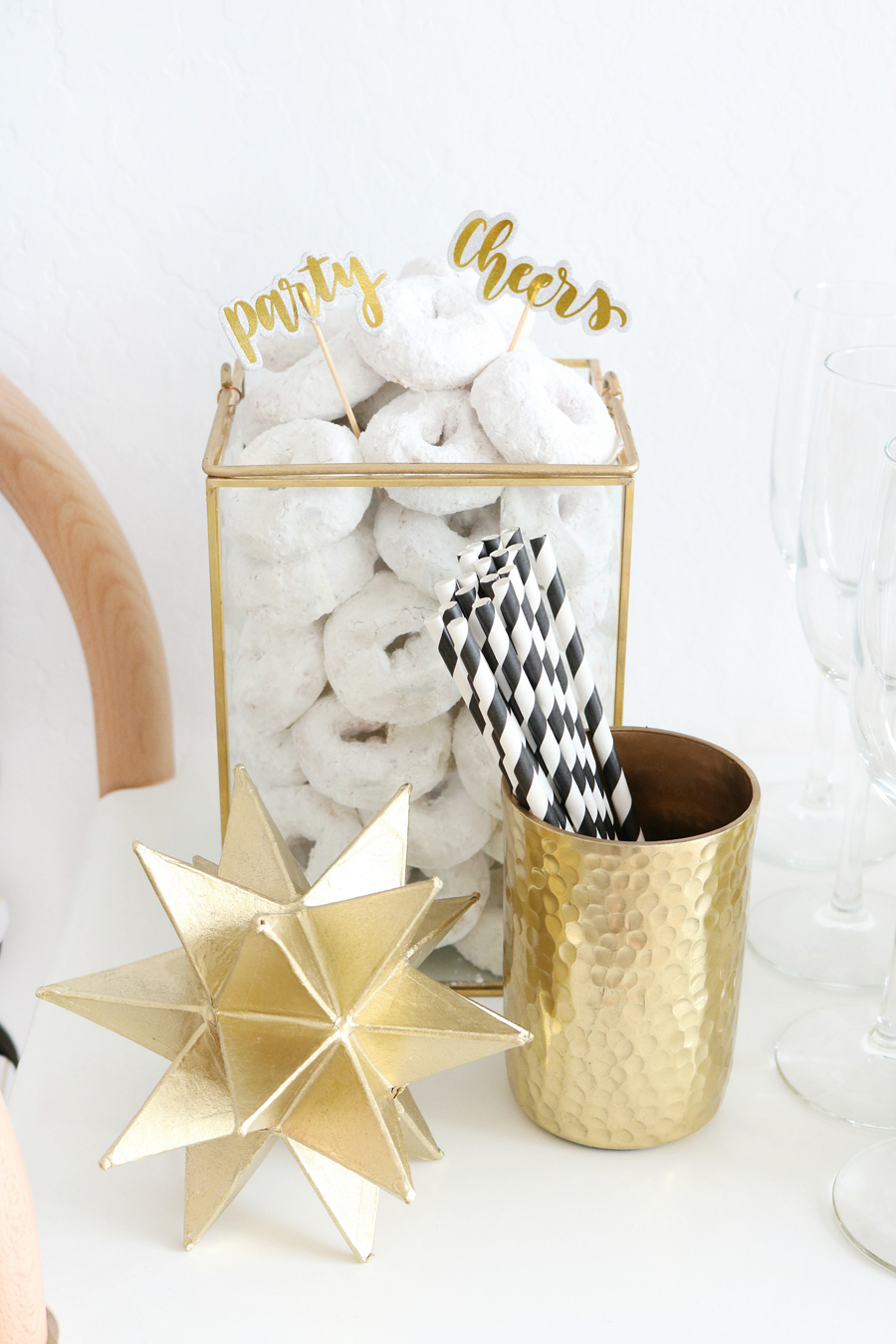 Black & White New Year's Eve Bar Cart Styling Ideas