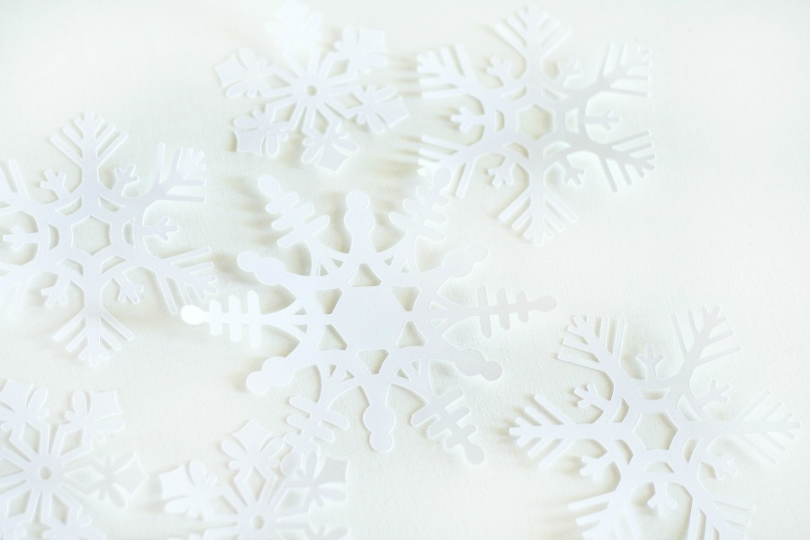 How to Make a Simple DIY Winter Snowflake Wall Hanging