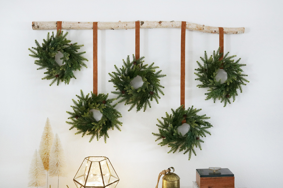 Simple and Easy Christmas Wreath Wall Hanging