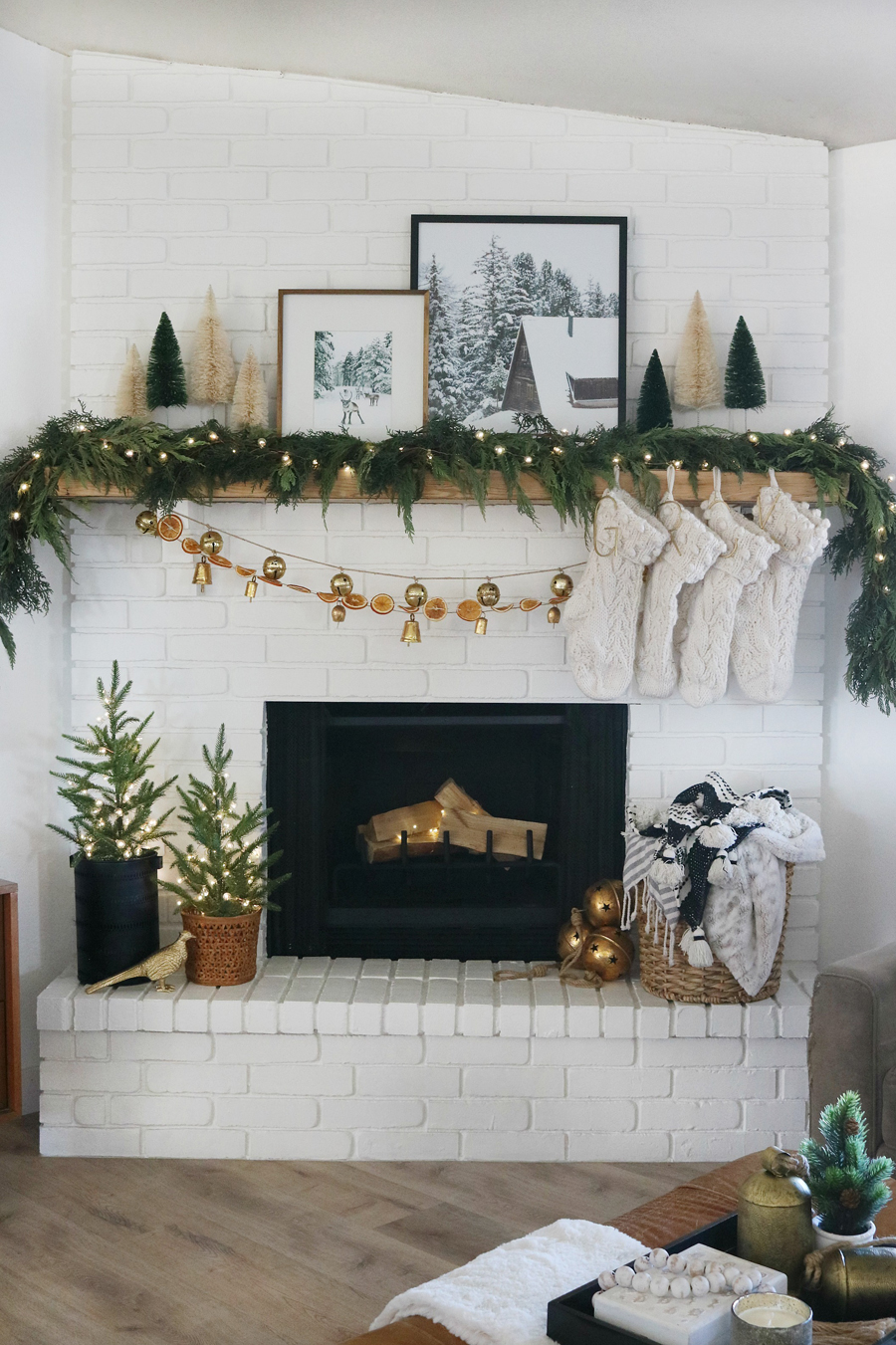 Simple and Modern Cozy Holiday Mantel Decor Ideas